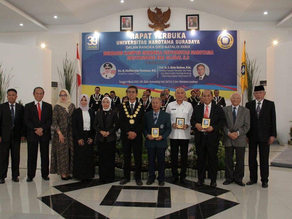 Kepala Dinas Pendidikan Provinsi Jawa Timur bertindak sebagai pembicara dalam acara Rapat Terbuka Universitas Narotama Surabaya dalam rangka Dies Natalis ke XXXIX